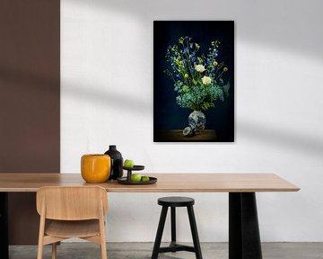 Modern Stilleven: Bloemen in Delfts blauwe vaas