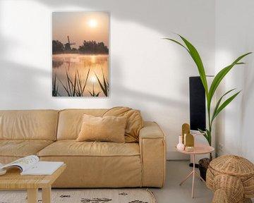 Goldener Sonnenaufgang über der Mühle in Betuwe