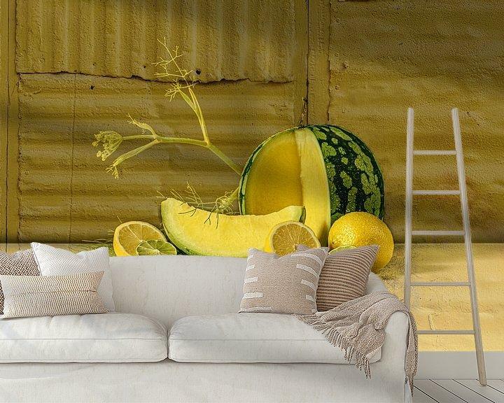 Sfeerimpressie behang: Stilleven in geel van Monique van Velzen