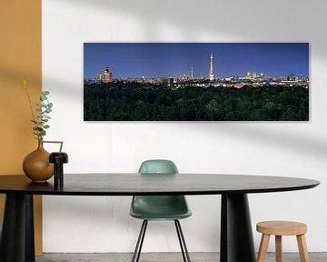Berlijnse skyline op blauw uur van Frank Herrmann