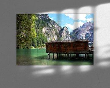 Steiger en houten gebouw Lago Di Braies Pragser Wildzee Dolomieten Italië van My Footprints