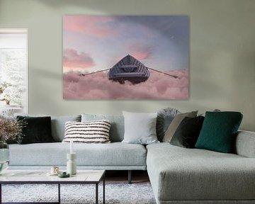 Verlaten houten boot drijft over zee van wolken van Besa Art