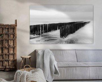 Strandpaaltjes in zwart-wit van Ingrid Van Damme fotografie