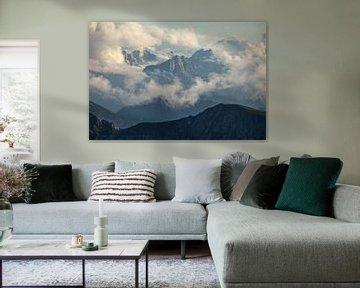Karwendelgebirge mit Wolken behangen von Jiri Viehmann