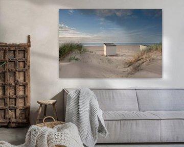 Strandhuisje in de duinen van Jolanda de Leeuw