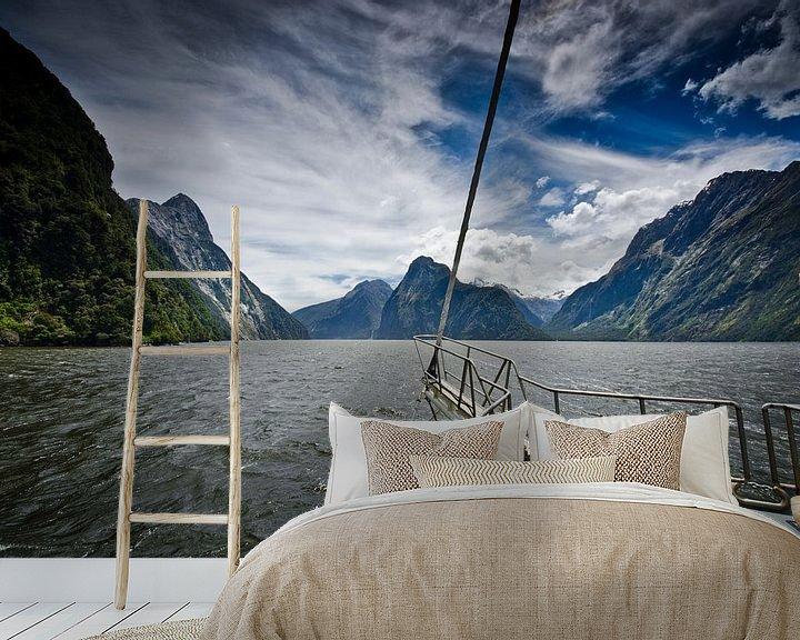 Sfeerimpressie behang: Sailing in Milford Sound - New Zealand van Ricardo Bouman