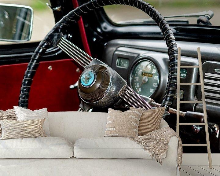 Sfeerimpressie behang: Stuur en dashbord van een oldtimer auto van JM de Jong-Jansen