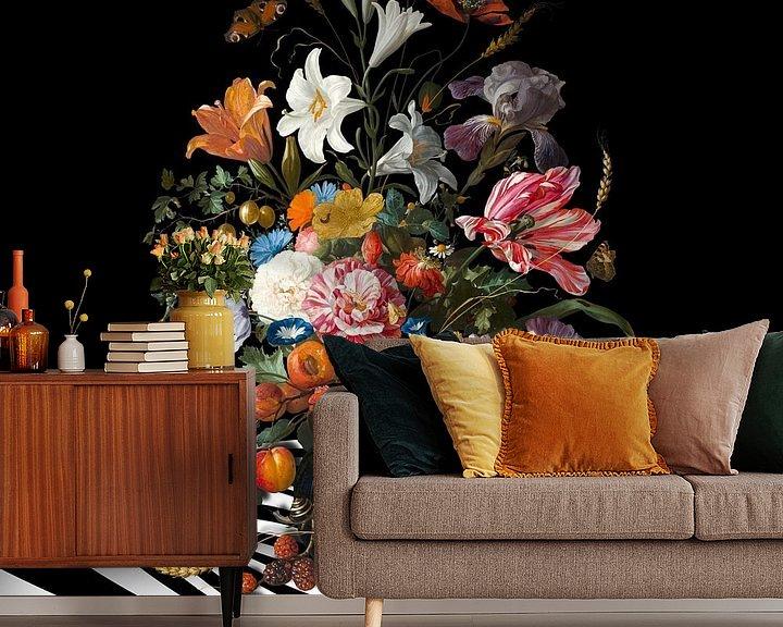 Sfeerimpressie behang: The Vase with Flowers van Marja van den Hurk