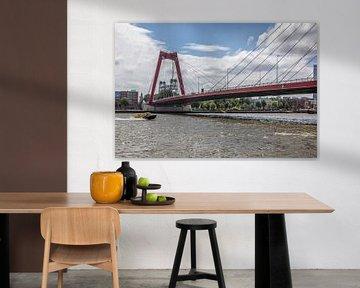 Het passeren van de Prins Willem-Alexanderbrug Rotterdam van Rick Van der Poorten
