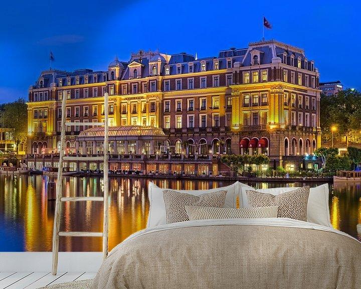 Sfeerimpressie behang: Amstel Hotel in de avond van Bob de Bruin
