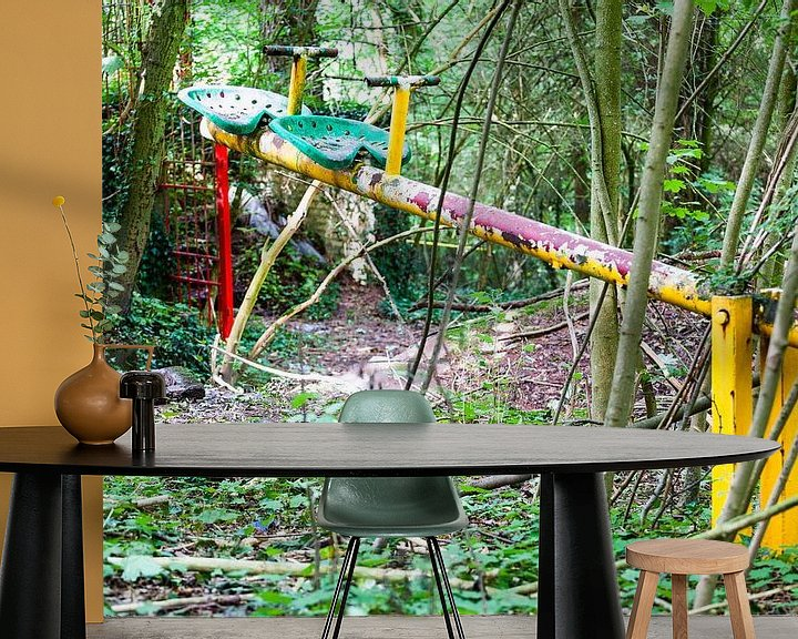 Sfeerimpressie behang: Verlaten speeltuin op de Gulperberg in Zuid-Limburg van Evert Jan Luchies