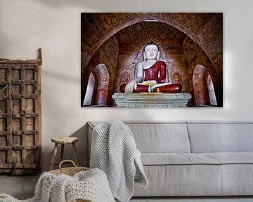 Zittende boeddha in tempelcomplex Bagan Birma Myanmar.