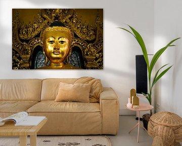 Gouden boeddha hoofd tempel Yangon Myanmar/Birma.