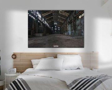 Fabrikhalle mit Licht. von Het Onbekende
