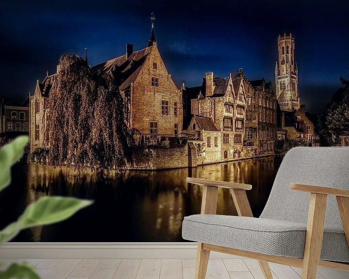 Sfeerimpressie behang: Brugge by night van Jim De Sitter