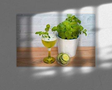 komkommer gin basilicum crash in een glas. van Babetts Bildergalerie