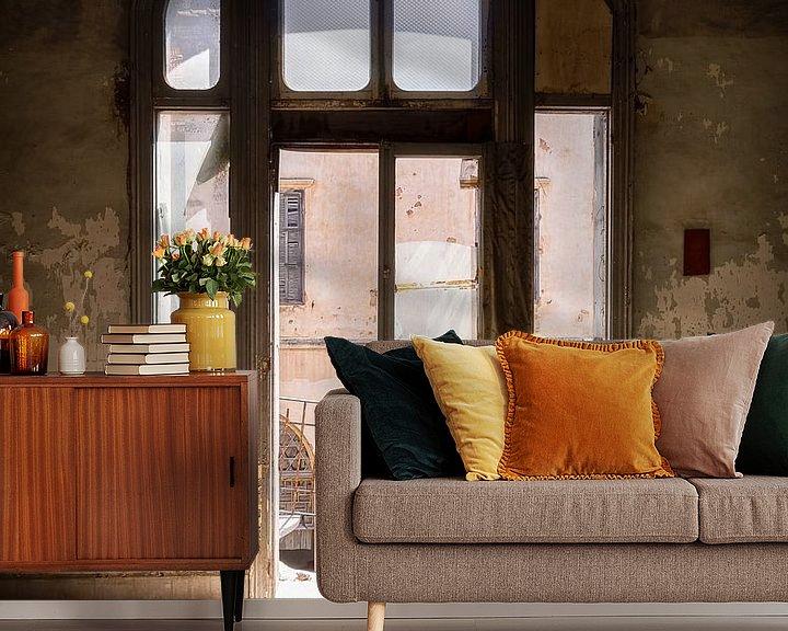Beispiel fototapete: Fenster in verlassenem Gebäude mit Sonnenlicht. von Roman Robroek
