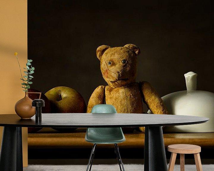 Sfeerimpressie behang: Stilleven teddybeer van Monique van Velzen