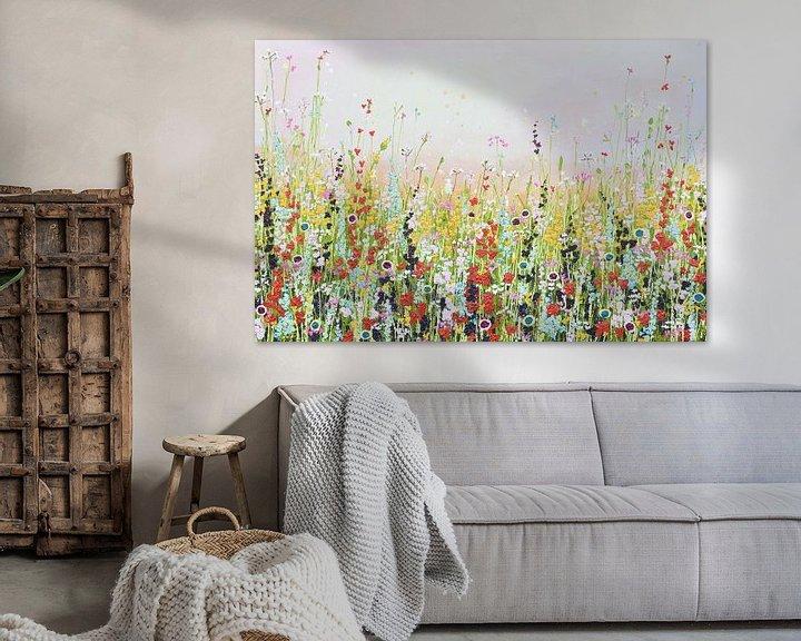 Sfeerimpressie: Bloemenveld schilderij lichte variant van Bianca ter Riet