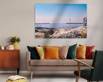 Zicht op de Oostelijke en Westelijke strekdam in Oostende (Oosteroever) van Daan Duvillier
