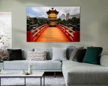 Oranje brug naar tempel in China