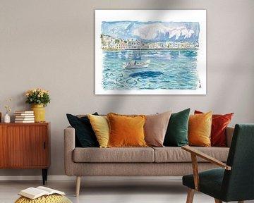 Mykonos mit schwimmendem Segelboot auf dem türkisfarbenen Wasser der Ägäis von Markus Bleichner