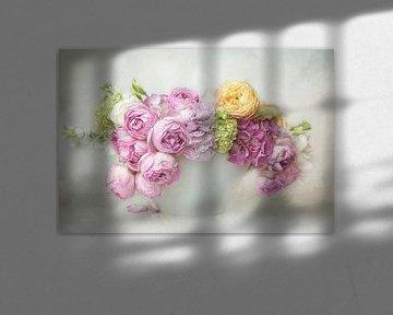 Vintage Flowers #02 van Lizzy Pe
