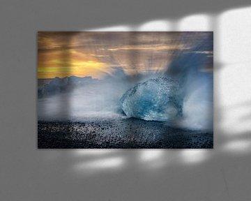 IJsberg in de golven van Sjoerd van der Wal