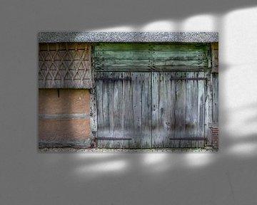 Oude schuurdeur Drenthe serie 3 van 3 van R Smallenbroek