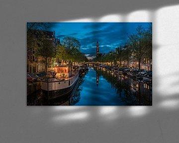 Réflexion dans le Prinsengracht près de la Westertoren à Amsterdam.