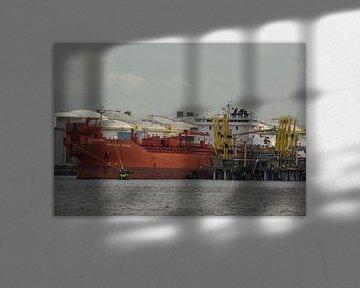 Tankers laden en lossen in Port of Rotterdam. van scheepskijkerhavenfotografie