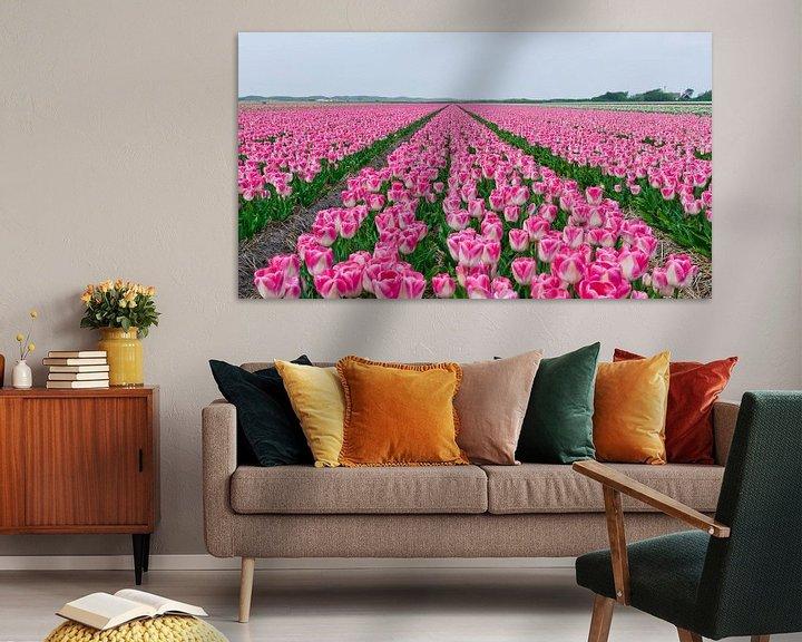 Sfeerimpressie: Tulpen op een rij van Alex Hiemstra