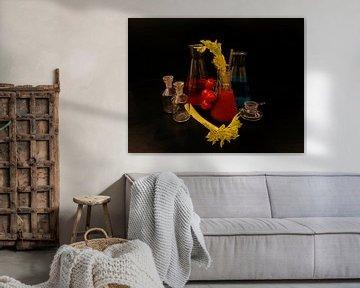 Tomato and gin cocktail met selderij en trostomaten van Babetts Bildergalerie