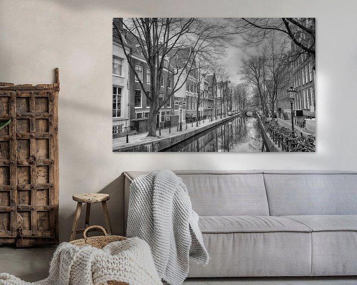 Sfeerimpressie: Oude Zijds Achterburgwal in Amsterdam. van Don Fonzarelli