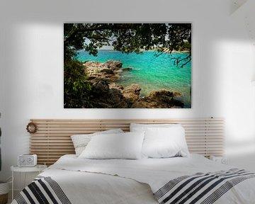 Kust van de Adriatische Zee bij de stad Krk in Kroatië