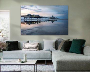 Seebrücke Heringsdorf mit Reflektion im Wasser von Sergej Nickel