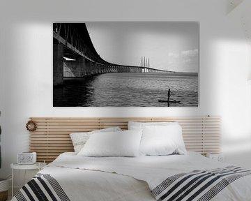 SUP'er bij de Øresundsbrug, Zweden van Willem van den Berge