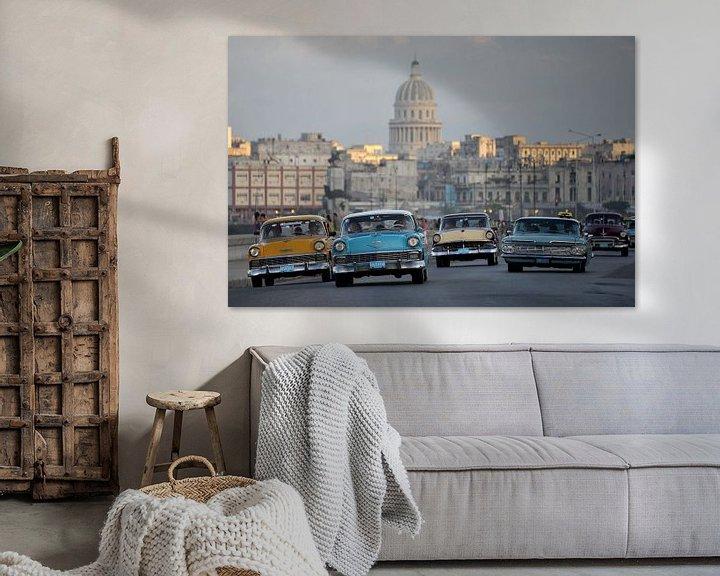 Sfeerimpressie: oldtimers in Cuba. van Tilly Meijer