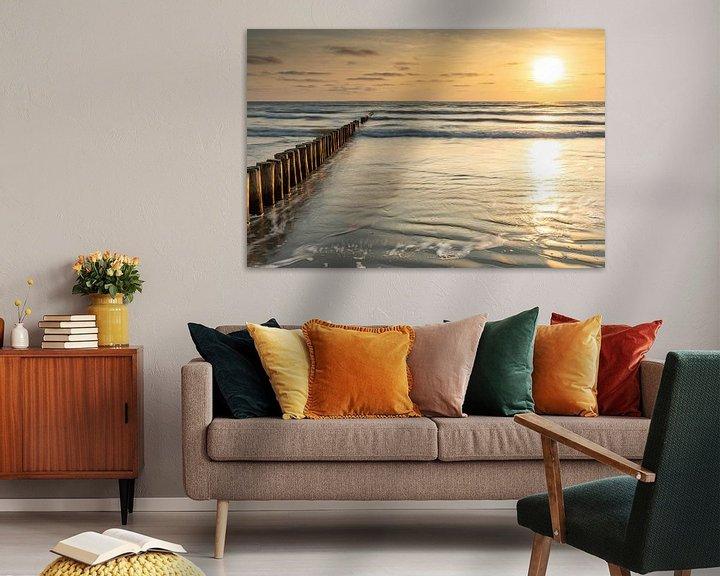 Sfeerimpressie: Zonsondergang op het strand van Ameland van Ron Buist