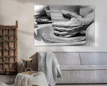 Potier/ceramiste (artisanat en gros plan) sur Marcel Krol