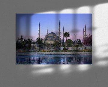 De Blauwe Moskee tijdens een paarse ochtend van Stephan Neven