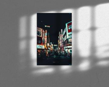 Nachtelijk licht in Shinjuku van Mickéle Godderis