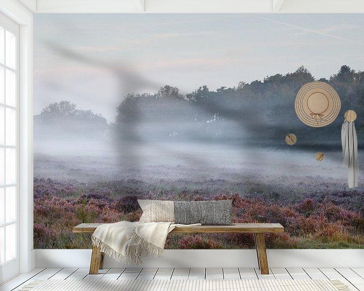 Sfeerimpressie behang: Mistig  heide landschap van Art Wittingen