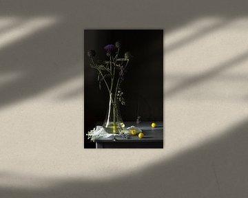 Stilleben 'Distel und weiße Pflaume' von Willy Sengers