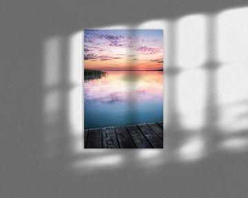 Schöner Himmel zum Sonnenuntergang vom Angelsteg am Balaton in Fenyves