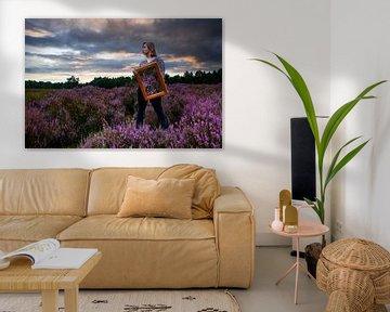 Spiegelung in lila Heidekraut von Nynke Altenburg