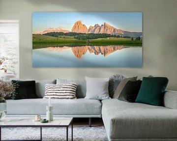 Lueur alpine sur le panorama de l'Alpe di Siusi