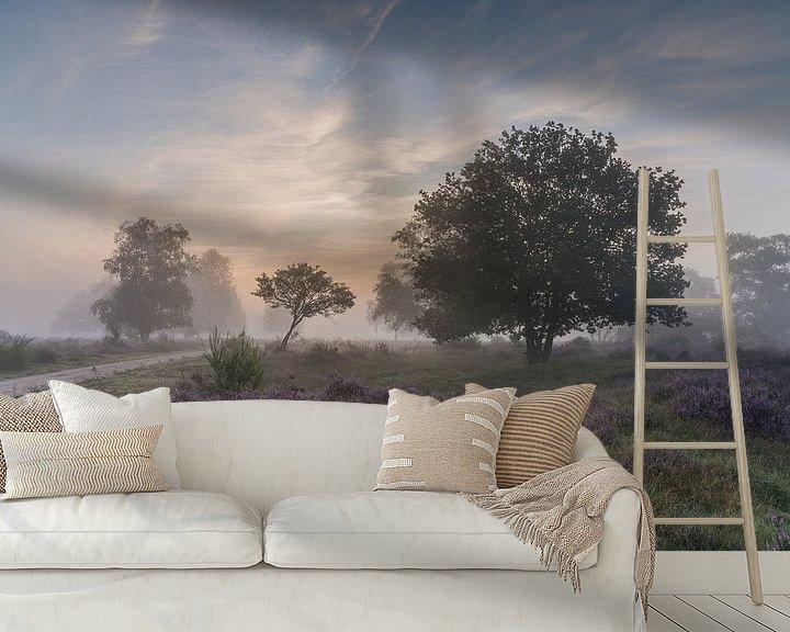 Sfeerimpressie behang: Mist rond de zonsopkomst op de Westerheide 1 van Jeroen de Jongh