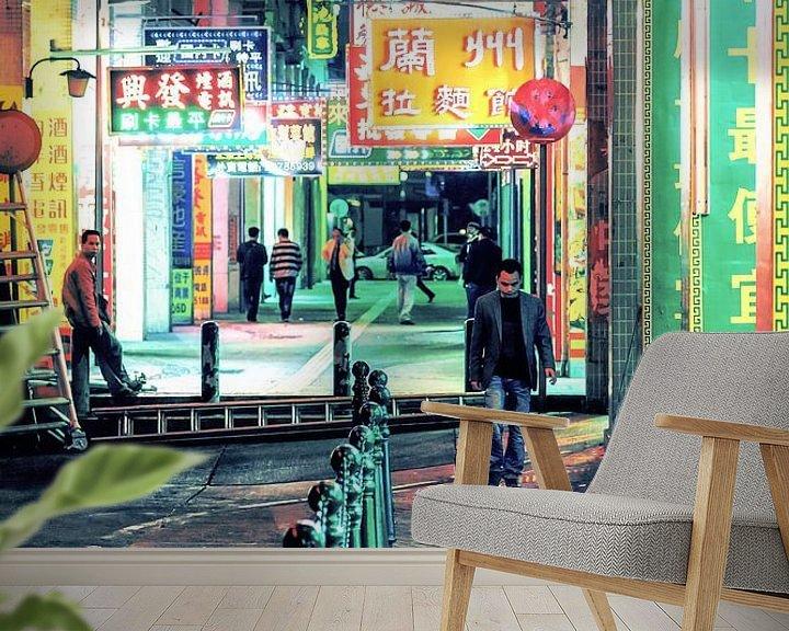 Sfeerimpressie behang: Under Neon Loneliness van Cho Tang