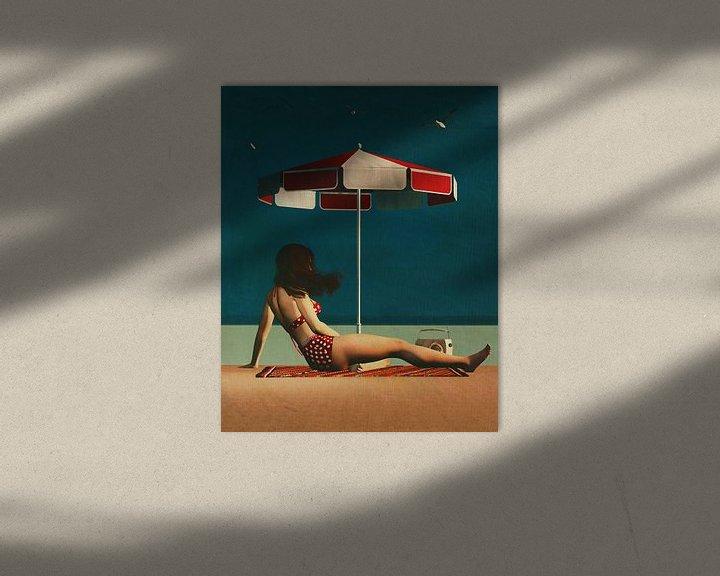 Sfeerimpressie: Retro stijl schilderij van een vrouw op het strand van Jan Keteleer